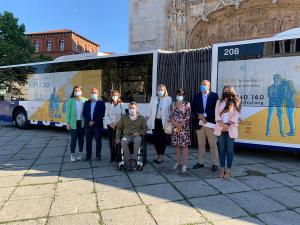 La asistencia personal de PREDIF Castilla y León va sobre ruedas en los autobuses urbanos de Valladolid